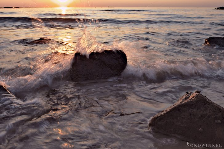 Heidkate, Steine und Wellen