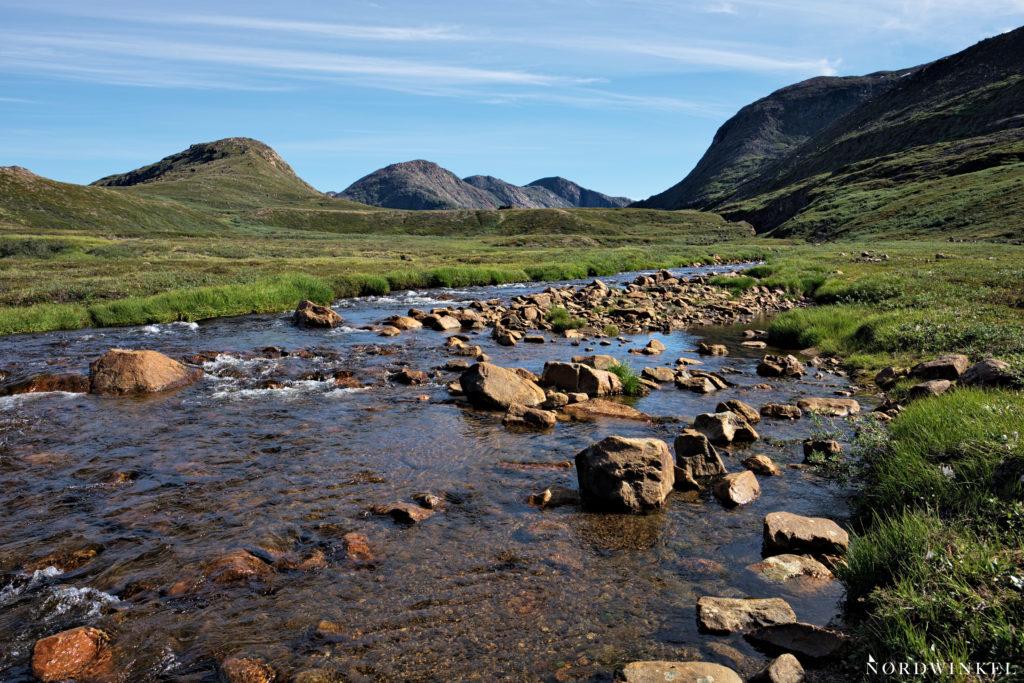 Flusslauf mit viel Geröll