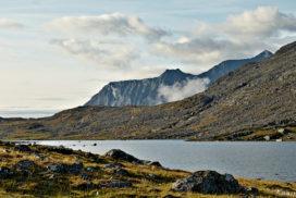 Morning mood Snavvavagge Blick auf Hochgebirgssee im Morgenlicht