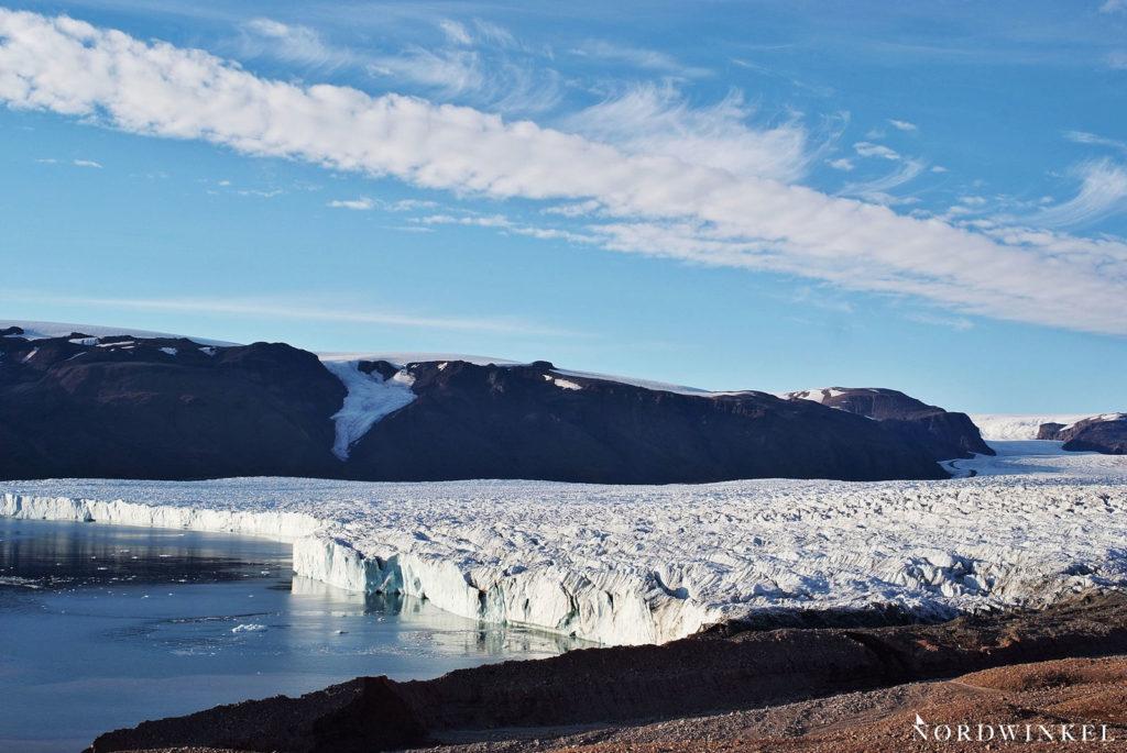 gletscherfront aus der nähe mit blick auf den gesamten gletscher