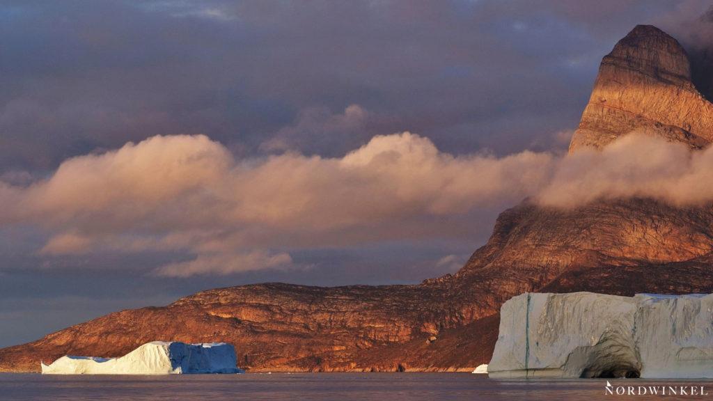 leuchtende wolken in uummannaq