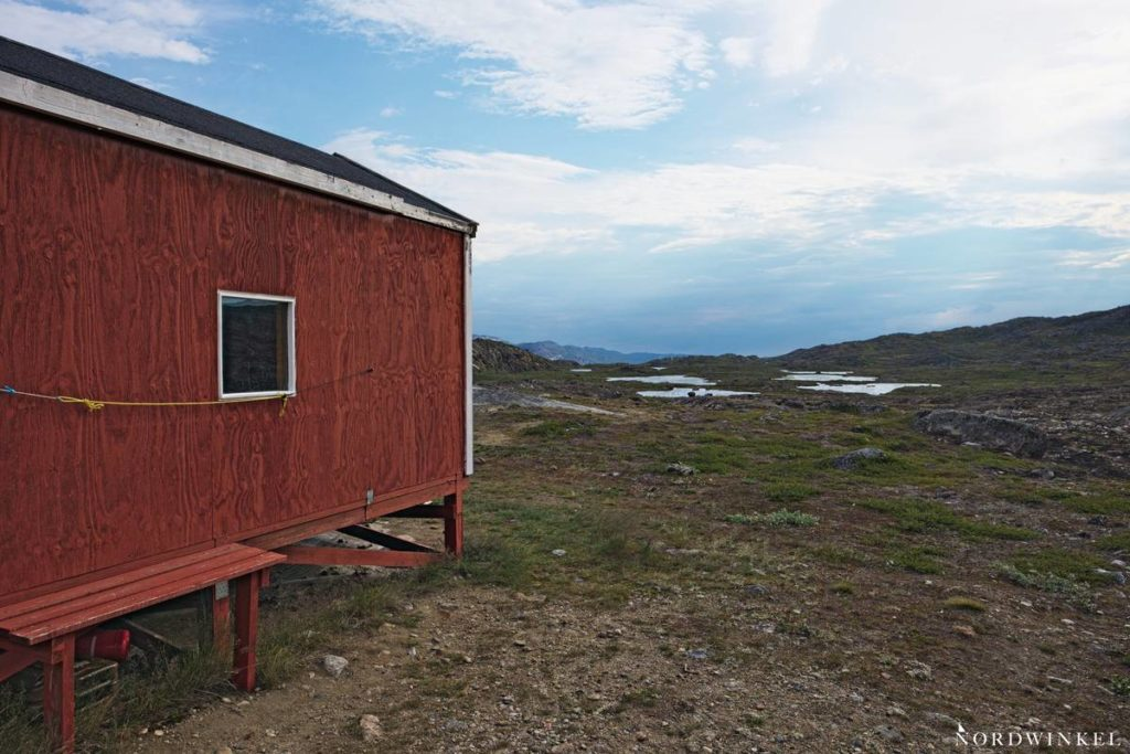 hütte in grönland auf dem arctic circle trail