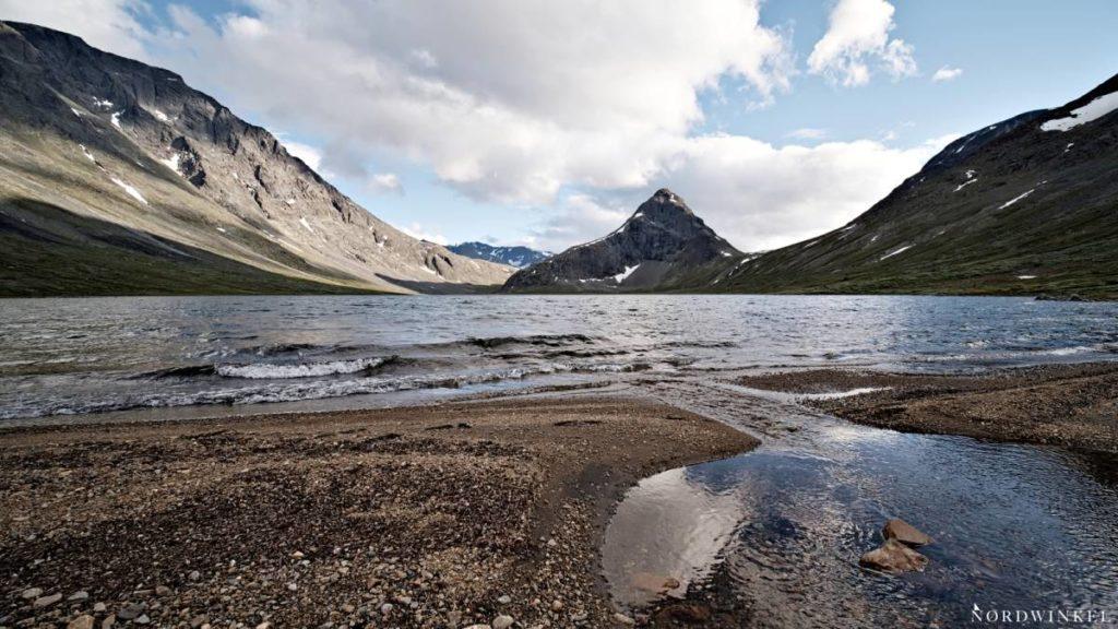 Zeltplatz am See beim Trekking in Norwegen