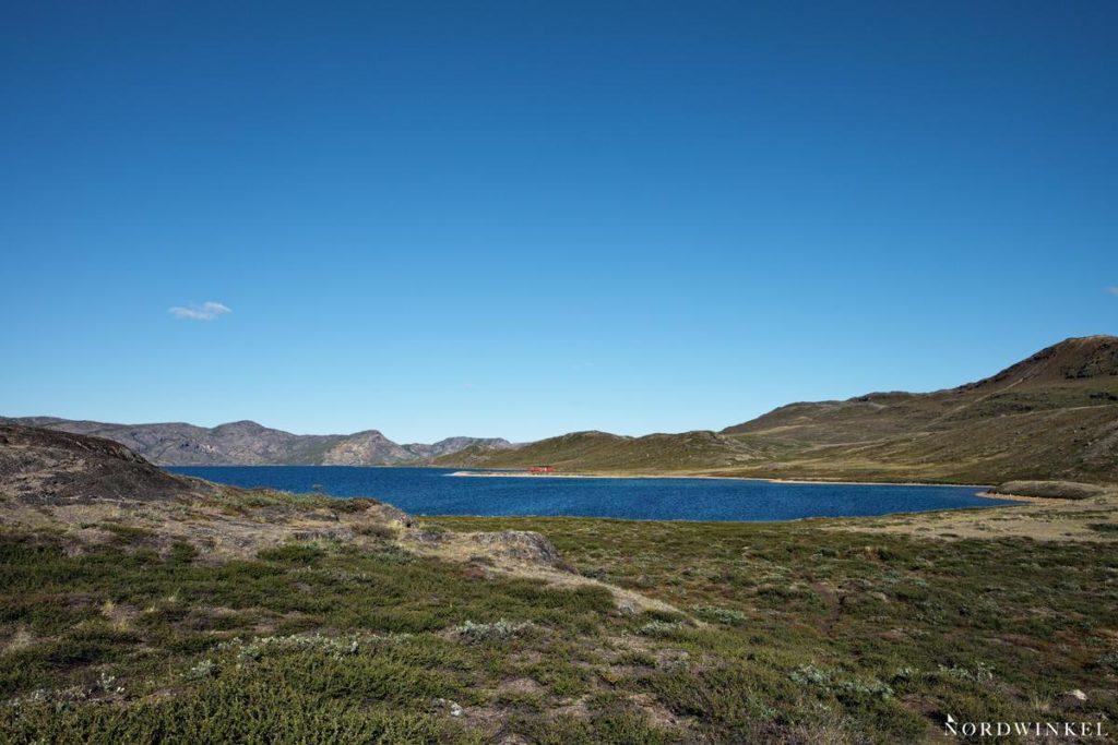 der blaue see amitsorsuaq im grönlandurlaub auf dem arctic circle trail