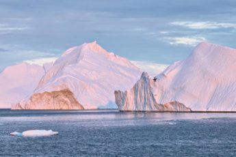 eisberge im licht der sonne im ilulissat eisfjord