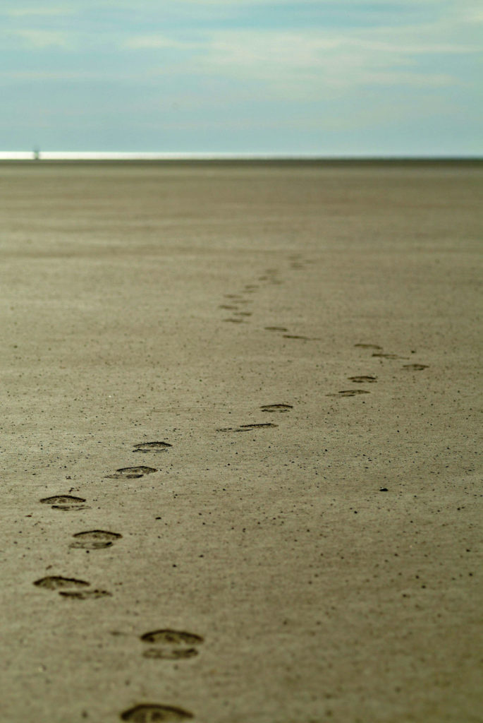 fussspuren am strand