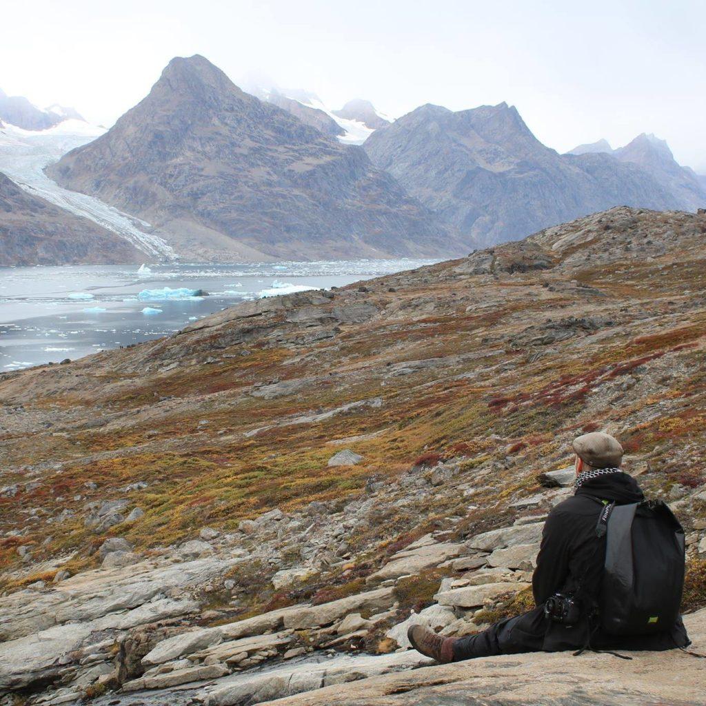 konrad an einem fjord in groenland